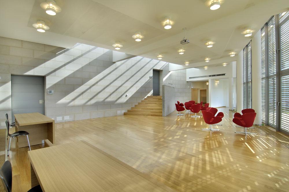 Arredamento ufficio moderno a torino comar sistemi for Arredamenti ufficio torino