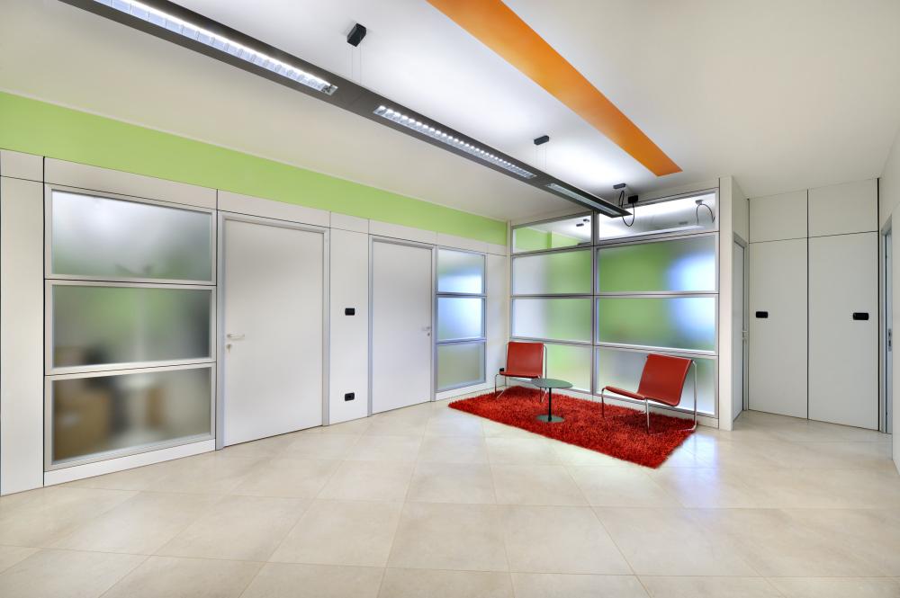 Arredamento ufficio moderno a torino comar sistemi for Arredamento ufficio design