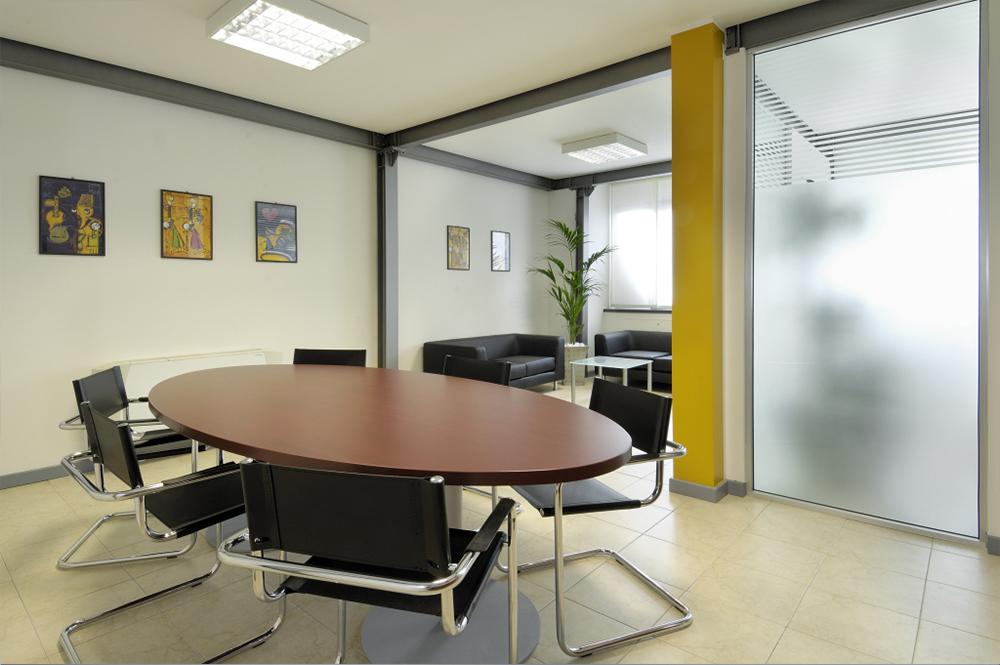 Arredo ufficio per sale riunioni a Torino - COMAR Sistemi