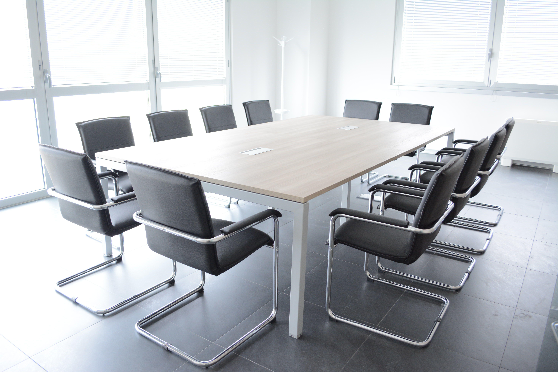 Arredo ufficio per sale riunioni a torino comar sistemi for Arredamento ufficio design